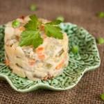 Вегетарианский салат Оливье — очень просто и очень вкусно!