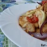 Жареный тофу с цветной капустой и проростками