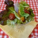 Праздничный салат с вялеными томатами и жареной тыквой